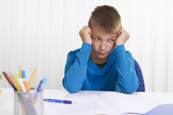 Kinder mit ADHS bleiben oft hinter ihren intelektuellen Fähigkeiten zurück.